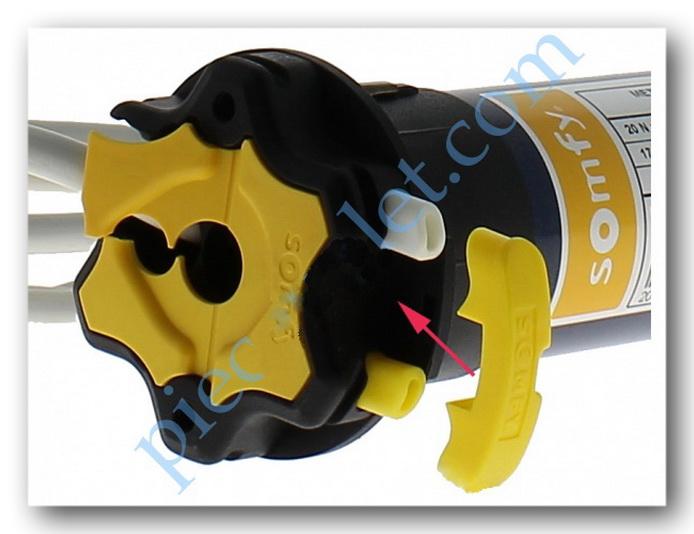 Ôter le cabochon en plastique jaune qui protège les réglages de fin de course des intempéries et de la pollution.